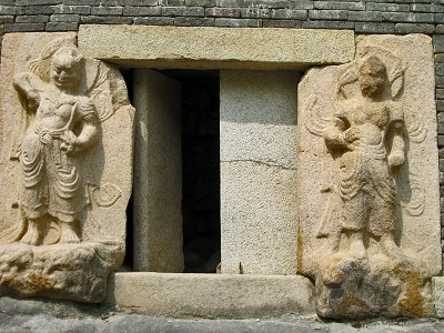 韓国(芬皇寺模磚塔)金剛力士像