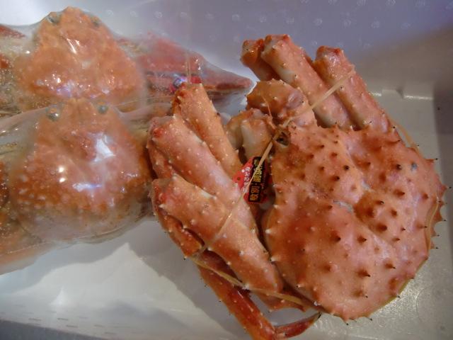 紋別前浜から。最高に美味しい蟹。大サービスです。