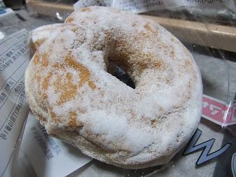 ヤマザキ「ホワイトリングドーナッツ2個入り」2