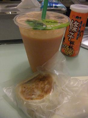 栄興水果店「木瓜牛乳(パパイヤミルク)」八福「葱油餅」