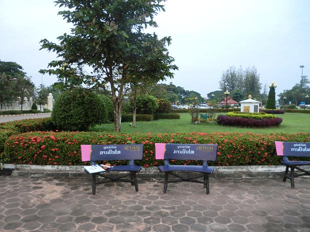 公園に椅子