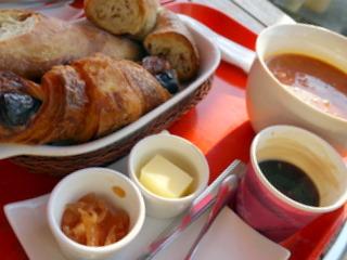 プルクワの朝食セット。