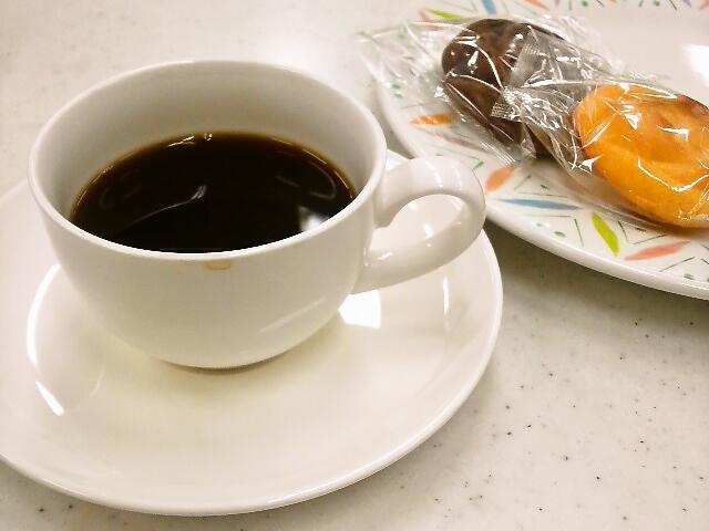 コーヒーと参加者さんお手製のマドレーヌ