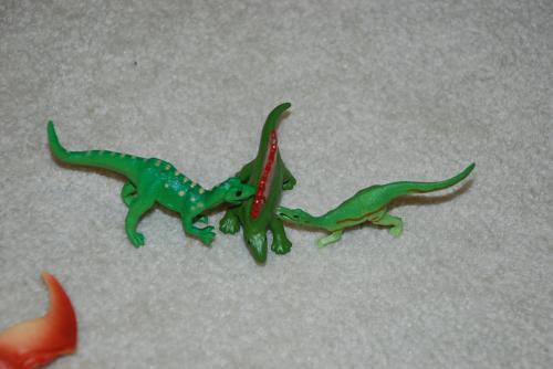 恐竜ごっこ