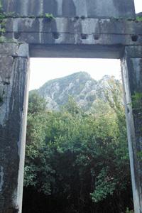 神殿の門内側
