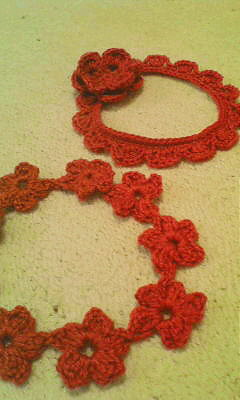 かぎ針編みの首輪