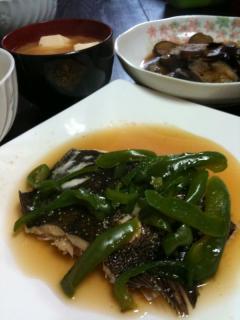 カレイの煮付け+ピーマン添え・玉ねぎと豆腐のお味噌汁・ナスの生姜焼き