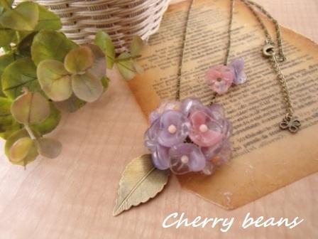 秋色紫陽花のネックレス(紫、ピンク)前
