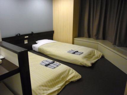 12-10-14 ホテルベッド
