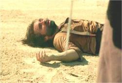 いきなり現れた男に殴られ、短剣を奪われたリカウド