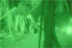 赤外線カメラで暗黒ロックキャンプを偵察中