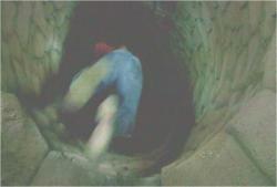 暗黒に井戸につき落とされていくデズモンド