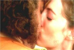 フラッシュバック・島でのキス