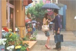 小澤の傘に入れてもらった理央