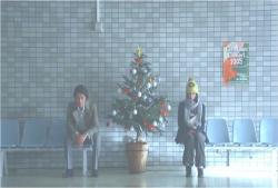 病院の待合室に偶然いる二人