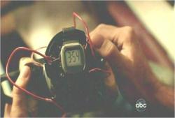 腕時計をセットした時限爆弾