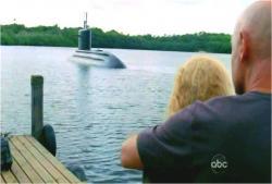 クレアと暗黒を残して沈んでいく潜水艦