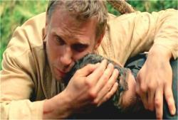 抱きしめて悲しむジェイコブ