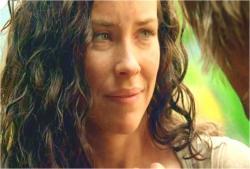 島でソーヤーと向き合っているケイト