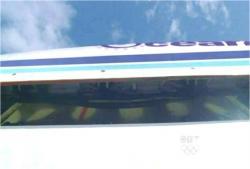 開くオーシャニック815便格納庫
