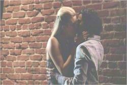 サイードとシャノン、再会のキス