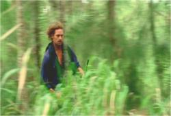 暗黒が追ってきていると思い込み、ジャングルを疾走するソーヤー