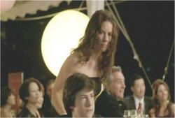 ケイトが心配になってクレアの様子を見に行く