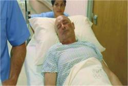 手術を終えて麻酔で眠っている本物ロック