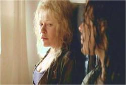 ケイトを見ているクレア