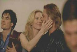ジュリエットがソーヤーにキスを迫り・・