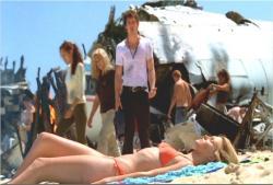 シーズン1、墜落直後なのに日光浴しているシャノンと呆れている兄・ブーン