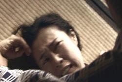 夫の暴力を受けているシゲコ