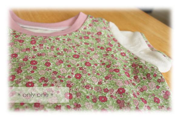 ピンク花柄Tシャツ2