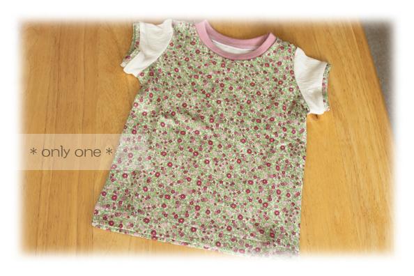 ピンク花柄Tシャツ1