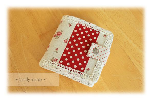 折り財布赤パッチ1