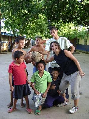男の子とサッカー
