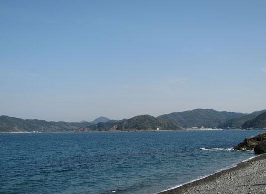 バスクリンマリンブルー色の海