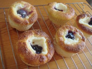 ブルーベリーチーズクリームパン♪♪♪