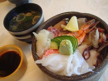 評判の海鮮丼(並)