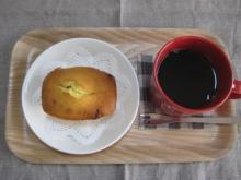 いちごのミニパウンドとコーヒー