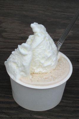 ジェラテリア・イル・ブリガンテ--ミルク/ココナッツ。