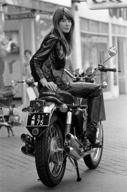 人物 女性バイカー