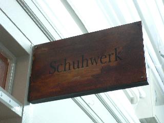 schuhwerk店舗入り口看板