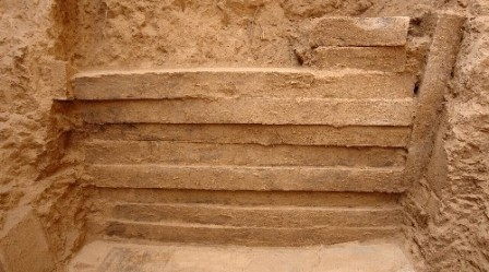 今まで中国で発見された最大の実心レンガ(始皇帝陵)01