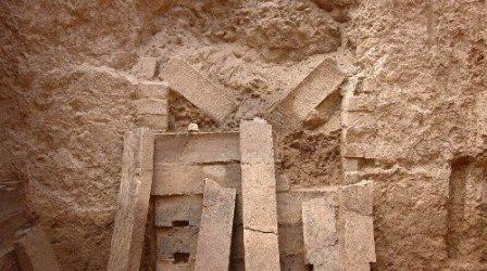 今まで中国で発見された最大の実心レンガ(始皇帝陵)02