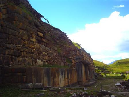 チャビン遺跡 壁