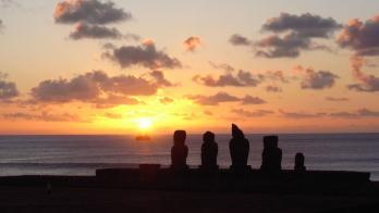 イースター島の夕暮れ 1600px × 900px