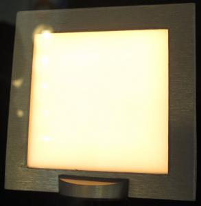 日立 高効率塗布型有機ELパネル