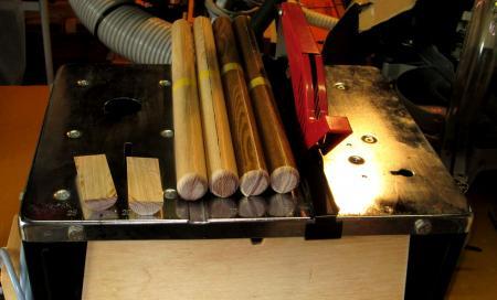 掛軸材挽き割り