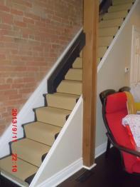 玄関前階段レッドシダーの柱1